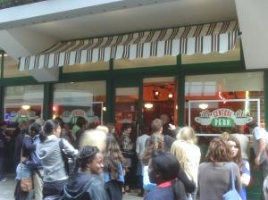 Central Perk em Londres apenas por duas semanas!!! Eu fui!!!
