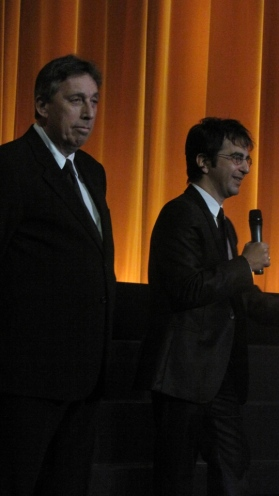 Depois do filho Jason, uma aparição surpresa do veterano Ivan Reitman, que produziu o filme dirigido por Atom Egoyan (dir.)