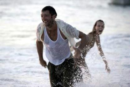 O francês Vincent Cassel e a estreante Laura Neiva: naturalidade e beleza no novo filme de Heitor Dhalia
