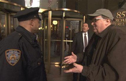 Michael Moore declara guerra agora ao capitalismo, especialmente o americano